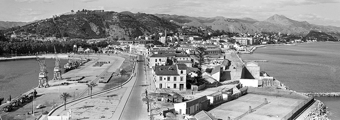 Vista de Málaga desde la Farola, abril de 1959. AF0807_19590400_AR_2221_1731L407. Fondo Bienvenido-Arenas. Archivo CTI-UMA