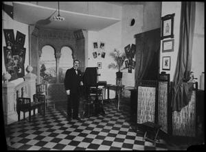 Wenceslao Ruiz-Salinas Raggio en su estudio de calle Panaderos